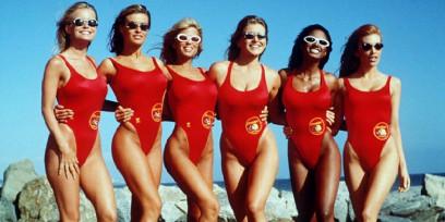 Od dlouhých koupacích šatů až po sexy bikiny. Jak se měnily trendy plavek napříč historií?